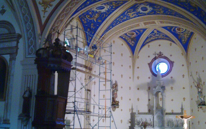 Rénovation d'intérieur d'église + Porte d'entrée.